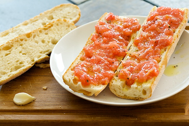 Quick Bite: Pan con Tomate | Spoon With Me