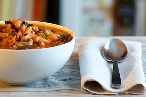 Vegan Black Eyed Pea and Kale Soup