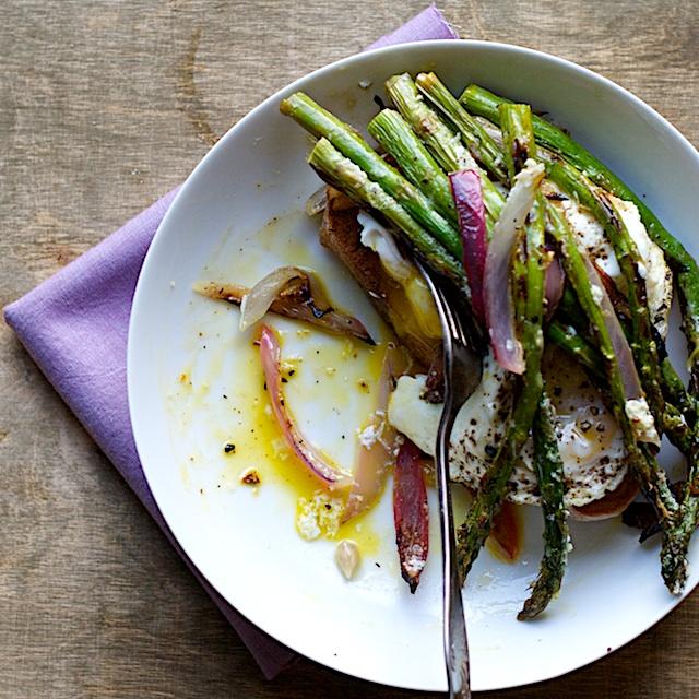 00 Asparagus with Toasted Ciabatta and Creamy Eggs